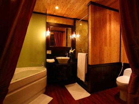 Jasmine Cruise-Bathroom